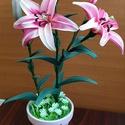 Harisnyavirág liliom három virággal, Otthon & Lakás, Dekoráció, Csokor & Virágdísz, Decoupage, transzfer és szalvétatechnika, Virágkötés, Nyáron nyíló virágaink közül talán a leglátványosabb és legintenzívebb illatú a liliom. Szépségét i..., Meska