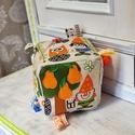 Textil kocka - babakocka -manóvilág , Játék, Plüssállat, rongyjáték, Baba játék, Készségfejlesztő játék, A kocka 14x14cm-es Manómintás anyagból készült , színes fa és műanyag formagombokkal díszí..., Meska