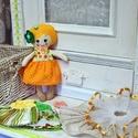 Flóra textil baba - szettben , Játék, Baba, babaház, Plüssállat, rongyjáték, Baba játék, Varrás, Öltöztethető baba , a hajában lévő horgolt virágokat is le lehet gombolni . A szettben a következők..., Meska