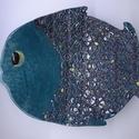 Türkiz hal - dísztál, Dekoráció, Otthon, lakberendezés, Konyhafelszerelés, Asztaldísz, Kerámia, Ez a nem kicsi hal ünnepélyes fekete csipkedíszt öltött magára, itt-ott némi arany csillogással fel..., Meska