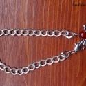 Őrangyal karkötő 2, Ékszer, Karkötő, Ékszerkészítés, Az ezüst színű láncra gyöngy angyalka került,ezért lett őrangyal a neve. :) A lánc hosszúsága kb: 2..., Meska
