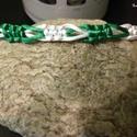 Zöld-fehér karkötő, Ékszer, Férfiaknak, Karkötő, Selyemzsinórból készítettem ezt a karkötőt, csúszócsomóval záródik., Meska