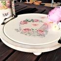tálca, vintage tálca, romantikus tálca, rózsás tálca, torta tartó, Otthon & Lakás, Konyhafelszerelés, Tálca, Festett tárgyak, Fa tálca. Rózsás mintával decoupage technikával díszítettem. Elefántcsontszínűre festettem, koptatv..., Meska