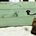 vintage tálca, fa tálca, Otthon & Lakás, Konyhafelszerelés, Tálca, Decoupage, transzfer és szalvétatechnika, Vintage stílusban készítettem, ezt a fa tálcát. Anyaga fenyő, koptatott felületű. Country zöld szín..., Meska