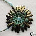 Türkiz-bronz gyöngy virág medál, Opálos türkiz színű Swarovski rivolit díszít...