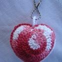 Horgolt szív kulcstartó,táskadekoráció, Szerelmeseknek, Mindenmás, Táska, Kulcstartó, Horgolás, Puha,batikolt akril fonalból készült szív alakú horgolt termék. használhatod táskára akasztva vagy ..., Meska