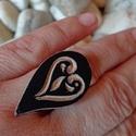Szerelem, gyűrű, Ékszer, Gyűrű, Bőrművesség, Ékszerkészítés, Állítható gyűrű faragott bőrrel. , Meska