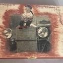 Fenyőből készült téglalap alakú doboz, vintage kisfiú mintával., Otthon, lakberendezés, Tárolóeszköz, Doboz, Decoupage, transzfer és szalvétatechnika, A doboz maga sajátkészítésű. Súlya: 674 gramm 26cm*14cm*9 cm  Tetején a minta decoupage technikàval..., Meska