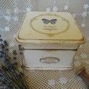 Pillangós vintage doboz, Otthon, lakberendezés, Dekoráció, Tárolóeszköz, Doboz, Decoupage, szalvétatechnika, Kedvenc pillangós mintámmal díszítettem ezt a vintage dobozkát. Viaszos koptatással, antikolással, ..., Meska