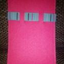 Pink okostelefon tok, Táska, Pénztárca, tok, tárca, Mobiltok, Varrás, Az okostelefon tartót 2 db 2mm vastag pink színű filcből készítettem.Egyediségét a kék csíkos szala..., Meska