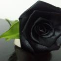 Fekete selyem rózsa szál, Dekoráció, Otthon, lakberendezés, Kb. 30cm magas, fekete selyem rózsaszál.  A rózsa feje 25mm-es selyem szalagból készített, kb...., Meska