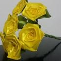 7 szálas sárga rózsacsokor, Dekoráció, Otthon, lakberendezés, Csokor, Mindenmás, Virágkötés, A csokor 25mm széles szatén szalagból készült rózsafejekből áll, amik átlag 40mm átmérőjűek..  A cs..., Meska