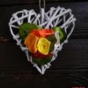 Szív alakú ajtódísz selyem rózsával, Dekoráció, Otthon, lakberendezés, Dísz, Ajtódísz, kopogtató, Papírból készült szív alakú ajtódísz..  Mérete: kb.11x11cm  a rózsákat a Tőlem megszokot..., Meska