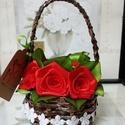 Piros selyem rózsák kosárban, Esküvő, Otthon, lakberendezés, Papírművészet, Virágkötés, Selyem szalagból készült rózsákat most kiskosárba tettem :)  A rózsák 20mm széles szalagból készüln..., Meska