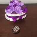 SzeviMaMa rózsabox lilás, Dekoráció, Esküvő, Otthon, lakberendezés, Szerelmeseknek, A képen látható rózsabox átlag 14-16 rózsafejből áll, ami selyem szalagból készül.. Maga ..., Meska