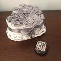 SzeviMaMa rózsabox ezüst, Dekoráció, Esküvő, Otthon, lakberendezés, Szerelmeseknek, A képen látható rózsabox átlag 14-16 rózsafejből áll, ami selyem szalagból készül.. Maga ..., Meska