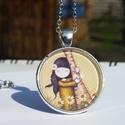 Gorjuss lányka virágokkal üveglencsés nyaklánc, Ékszer, Nyaklánc, 25 mm-es ezüst színű medál alapba Gorjuss lánykás képet ragasztottam amit üveglencse véd. A medál ez..., Meska