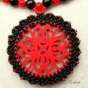 Vörös és fekete (nyaklánc), A nyaklánc láncrészét vörös és fekete tekla...