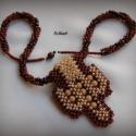 Beige - barna gyöngyfűzött nyaklánc medállal, Ékszer, óra, Nyaklánc, Medál, Saját tervezésű, egyedi, különleges forma- és színvilágú gyöngyfűzött nyaklánc medállal.  A medál 4,..., Meska