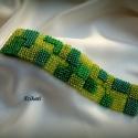 Zöld mozaik gyöngyfűzött karkötő, Ékszer, Karkötő, Egyedi, saját tervezésű, a zöld különböző árnyalataiból mozaikszerűen összerakott,  dekoratív gyöngy..., Meska