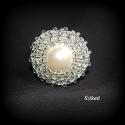Elegáns fehér gyöngyfűzött koktélgyűrű, Ékszer, Esküvő, Gyűrű, Esküvői ékszer, Elegáns, egyedi, saját tervezésű, különleges formavilágú gyöngyfűzött koktélgyűrű.  Készítéséhez gyö..., Meska