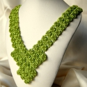 Zöld korall - elegáns gyöngyfűzött nyakék, Ékszer, óra, Nyaklánc, Saját tervezésű elegáns, egyedi, különleges formavilágú gyöngyfűzött nyakék. Készítéséhez átlátszó é..., Meska