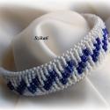 Kék/fehér gyöngyfűzött karkötő, Ékszer, óra, Karkötő, Egyedi, saját tervezésű, különleges forma- és színvilágú, dekoratív gyöngyfűzött karkötő.  Hossza: 1..., Meska