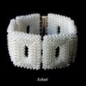 Elegáns fehér gyöngyfűzött karkötő, Ékszer, óra, Esküvő, Karkötő, Esküvői ékszer, Elegáns, egyedi, saját tervezésű, különleges formavilágú, dekoratív gyöngyfűzött karkötő.  Hossza: 1..., Meska
