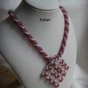 Beige - padlizsán lila gyöngyfűzött nyaklánc medállal, Ékszer, óra, Nyaklánc, Medál, Egyedi, saját tervezésű, különleges formavilágú, dekoratív gyöngyfűzött nyaklánc medállal.  Medál: M..., Meska