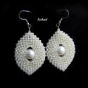 Elegáns fehér gyöngyfűzött fülbevaló, Ékszer, Esküvő, Fülbevaló, Esküvői ékszer, Elegáns, egyedi, saját tervezésű, különleges formavilágú, dekoratív gyöngyfűzött fülbevaló.  Hossza ..., Meska