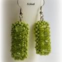 Zöld gyöngyfűzött fülbevaló, Ékszer, Fülbevaló, Egyedi, saját tervezésű, különleges formavilágú, dekoratív gyöngyfűzött fülbevaló.  Hossza akasztóva..., Meska