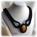 Elegáns fekete gyöngyfűzött nyakék, Ékszer, óra, Nyaklánc, Saját tervezésű elegáns, egyedi, különleges formavilágú, dekoratív gyöngyfűzött nyakék.  Fém elemet ..., Meska