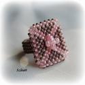 Pink - galambszürke gyöngyfűzött koktélgyűrű, Ékszer, Gyűrű, Egyedi, saját tervezésű, különleges formavilágú, dekoratív gyöngyfűzött koktélgyűrű.  Körmérete: kb...., Meska