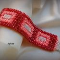 Piros - korall - beige gyöngyfűzött karkötő, Ékszer, óra, Karkötő, Egyedi, saját tervezésű, különleges formavilágú, dekoratív gyöngyfűzött karkötő.  Üde színárnyalatai..., Meska