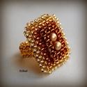 Elegáns arany gyöngyfűzött koktélgyűrű teklával, Ékszer, Gyűrű, Elegáns, egyedi, saját tervezésű, különleges formavilágú gyöngyfűzött koktélgyűrű. Készítéséhez sely..., Meska