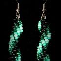 Zöld - fekete gyöngyfűzött fülbevaló, Ékszer, Fülbevaló, Egyedi, saját tervezésű, különleges formavilágú, dekoratív gyöngyfűzött fülbevaló.  Hossza akasztóva..., Meska