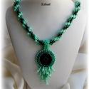 Menta-zöld gyöngyfűzött nyaklánc, Ékszer, Nyaklánc, Medál, Saját tervezésű, egyedi, különleges forma- és színvilágú gyöngyfűzött nyaklánc medállal.  A 3D Righ ..., Meska