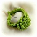 Zöld gyöngyfűzött karkötő, Ékszer, Karkötő, Egyedi, saját tervezésű, különleges formavilágú, dekoratív gyöngyfűzött karkötő.  Fém elemet nem tar..., Meska