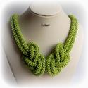Zöld gyöngyfűzött nyaklánc, Ékszer, Nyaklánc, Egyedi, saját tervezésű, különleges formavilágú, dekoratív gyöngyfűzött nyaklánc.  Hossza: kb. 43 cm..., Meska