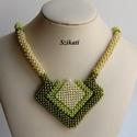 Zöld gyöngyfűzött nyaklánc, Ékszer, Nyaklánc, Egyedi, saját tervezésű, különleges forma- és színvilágú, dekoratív gyöngyfűzött nyaklánc, a zöld ár..., Meska