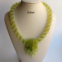 Zöld gyöngyfűzött nyakék medállal, Ékszer, Nyaklánc, Medál, Egyedi, saját tervezésű, különleges formavilágú, dekoratív gyöngyfűzött nyakék medállal.  Láncrész: ..., Meska
