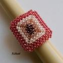 Egyedi gyöngyfűzött koktélgyűrű, Ékszer, Gyűrű, Egyedi, saját tervezésű, különleges forma- és színvilágú, dekoratív gyöngyfűzött koktélgyűrű.  Körmé..., Meska