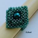 Elegáns kékes-zöld gyöngyfűzött koktélgyűrű teklával, Ékszer, Gyűrű, Elegáns, egyedi, saját tervezésű, különleges formavilágú gyöngyfűzött koktélgyűrű.  Fém elemet nem t..., Meska