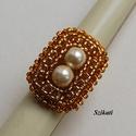 Elegáns arany gyöngyfűzött koktélgyűrű, Ékszer, Gyűrű, Elegáns, egyedi, saját tervezésű, különleges formavilágú gyöngyfűzött koktélgyűrű.  Fém elemet nem t..., Meska