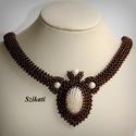 Elegáns barna gyöngyfűzött nyakék, Ékszer, Nyaklánc, Saját tervezésű elegáns, egyedi, különleges formavilágú, dekoratív gyöngyfűzött nyakék.  Fém elemet ..., Meska