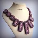 Elegáns lila gyöngyfűzött nyakék, Ékszer, Nyaklánc, Ékszerkészítés, Gyöngyfűzés, Elegáns, saját tervezésű, egyedi, különleges szín- és formavilágú, dekoratív gyöngyfűzött nyakék.  ..., Meska