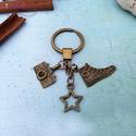 CsakFém kulcstartó- Fotós, Fém fityegőkből összeállított kulcstartó, t...