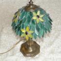 Tiffany üveg lámpa - leveles, Képzőművészet, Otthon, lakberendezés, Dekoráció, Lámpa, Üvegművészet, Egyedi tervezésű lámpa! Leveles motívummal. Spektrum üvegből és üveggyöngyökből. A talpa réztalp.  ..., Meska
