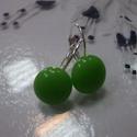 Alma zöld lógós fülbevaló!, Ékszer, óra, Fülbevaló, Alma zöld lógós fülbevaló!  Szép fényes alma zöld üveg, ezüst színű fülbevaló alapra v..., Meska