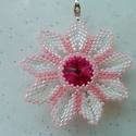 Virág formájú swarovski köves gyöngy medál , Ékszer, Nyaklánc, Medál nélküli nyaklánc, Ékszerkészítés, Gyöngyfűzés, gyöngyhímzés, Virág formájú swarovski köves saját készítésű medál. Nem törékeny, könnyű ékszer.   Méretek:  Kb. 4..., Meska